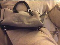 Burberry Hand Bag Broken zip otherewise Good condition