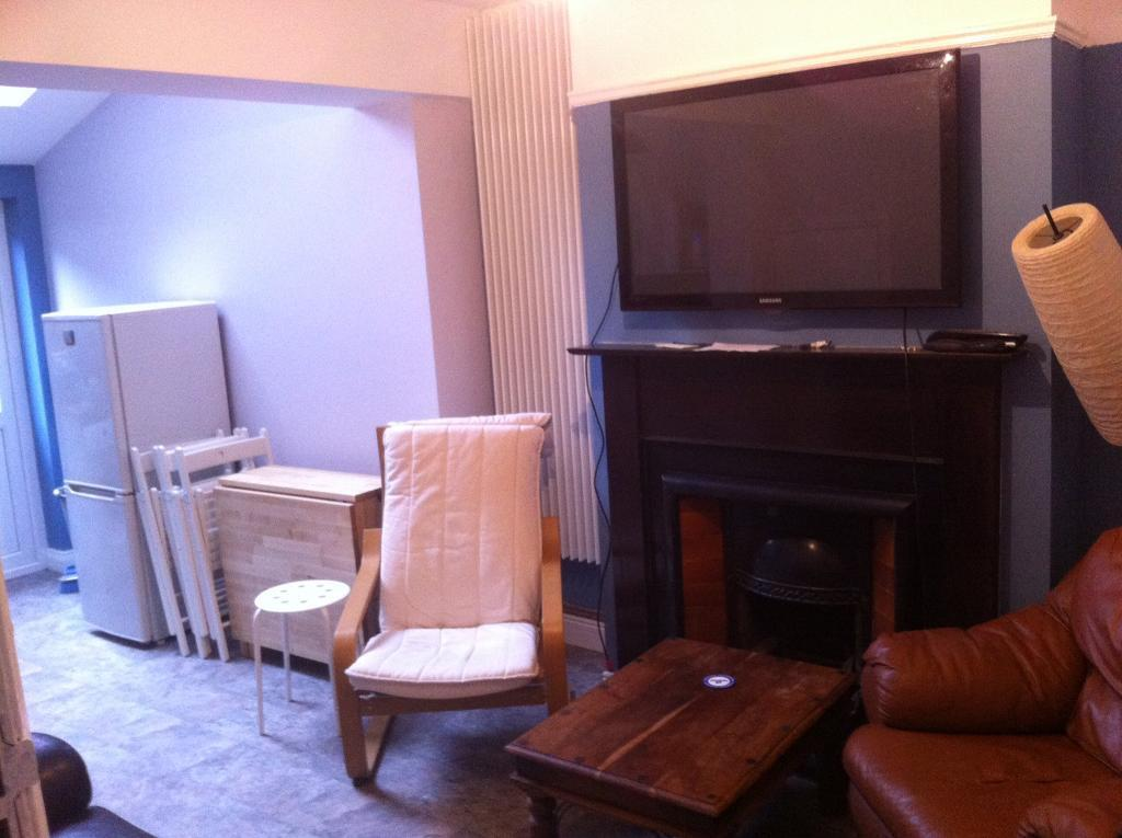 Single and double bedrooms in house off lisburn rd!!! £250 for double £230 for single
