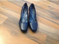 Pavers navy blue heels size 4