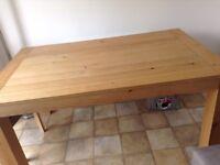 Solid oak dinning room table seats 4-6 people