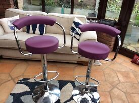 2x Bar/breakfast bar gas filled adjustable stools