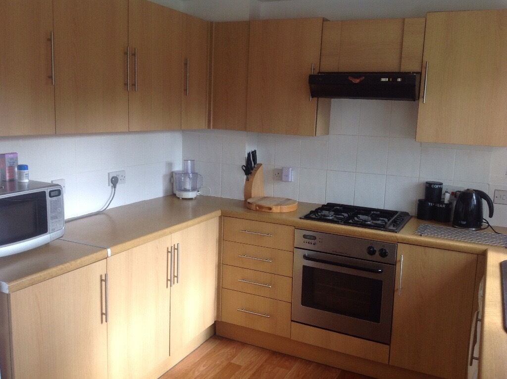 Oak colour kitchen units howdens in ivybridge devon for Basic kitchen base units