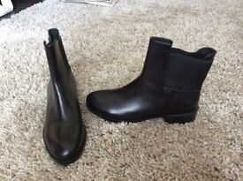 Clarks size 6.5 black boots