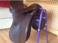 Gorgeous working hunter/show saddle, Havanna 17' m/w by lovatt & rickets. Bargain as must sell.