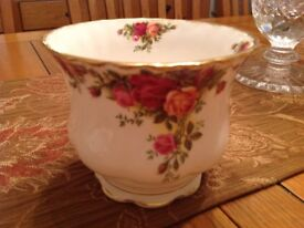 Royal Albert old country rose flower pot