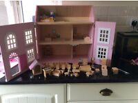 Dolls house £12