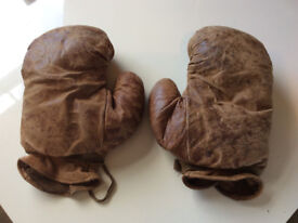 2 PAIRS OF LEATHER VINTAGE ANTIQUE BOXING GLOVES