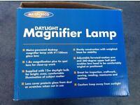 Magnifico desktop magnifier lamp
