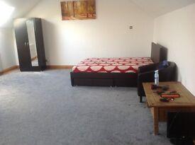 Double bedroom en-suite to let . Size(23x17ft) + bathroom