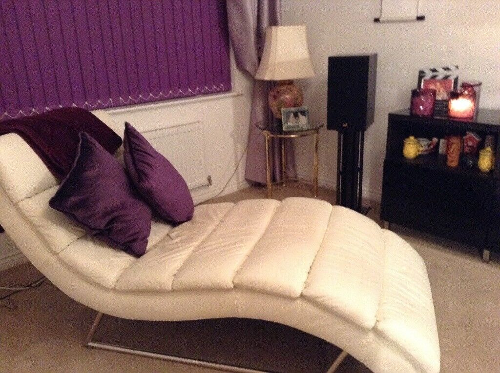 Chaise longe cream leather new condition