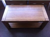 EXCELLENT CONDITION! Solid oak coffee table, excellent condition, beautifully crafted