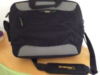 Laptop bag with handles and shoulder strap five zipped com. Ex.con.£8