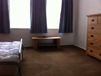 LARGE, FURNISHED ROOM TO LET IN NEWINGTON