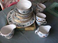 Lovely fine china tea set Colclough Linden - various pieces of this vintage production