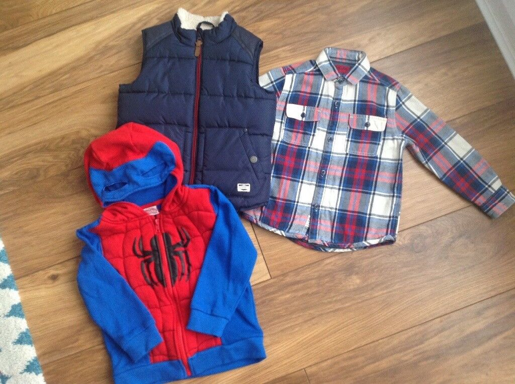 Boys clothes bundle age 4. T shirts, body warmer,shirt,zipper