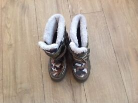 Children's snow boots size 3/4