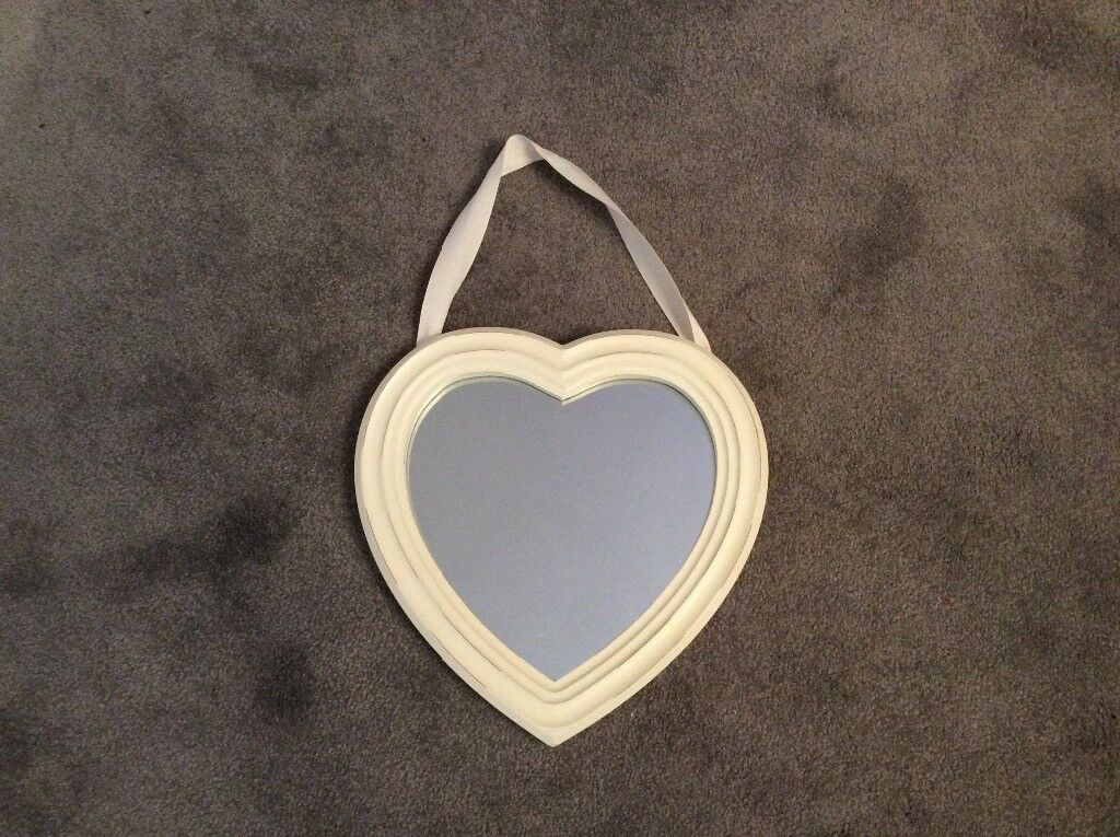 CREAM HEART SHAPED WOODEN FRAMED HANGING MIRROR, FROM NEXT VERY GOOD CONDITION