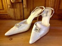 BRIDAL SHOES by Benjamin Adams Ivory Duchess Silk 'Wallace' Size 41 (8)