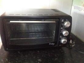 Mini oven bakes roasts hardly used