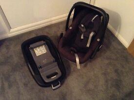 Maxi cosi car seat, isofix base and rain cover