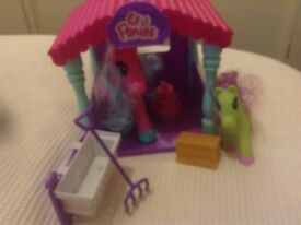 PONIES AND STABLE PLAYSET