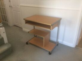 Sturdy Modern Computer Desk with pull out shelf