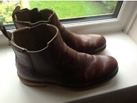 On trend !!cat raw disstresed Chelsea boots as new! Brown size 9