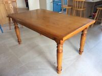 Solid oak kitchen or dining table. Excellent condition. Very heavy