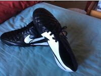 Men's black and white Nike trainers