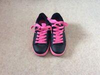 Girls Heelies black & pink size 3