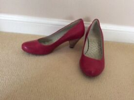 Pretty Clarks Ladies Cushion Shoes (size 5.5, D fitting)