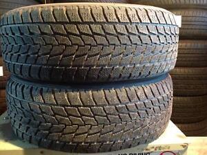 2 pneus d'hiver 195/65 r15 toyo observe go-2 plus.   55$