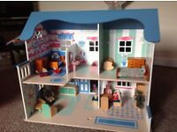 Gorgeous dolls house in great condition with furniture.