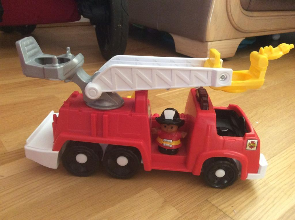 Fisher Price little people fire engine excellent condition