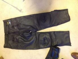 "Motor cycle leathers plus waterproof onesies x/l suit height up to 6.1"" (goods for collection only)"