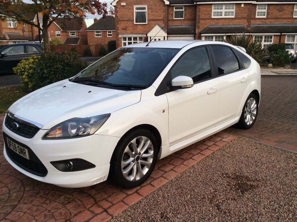 ford focus zetec s 2009 59reg white low mileage 12 months mot in binley west midlands. Black Bedroom Furniture Sets. Home Design Ideas