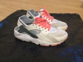 Nike Huarache trainers - Size 6 in excellent condition