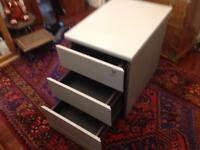 Filing cabinet lockable