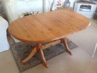 Excellent Quality Pine Dinning Table and 6x Chairs