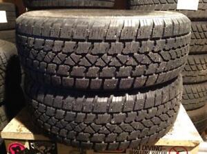 2 pneus d'hiver 195/60 r15 arctic claw winter.   110$