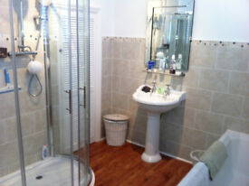 LUXURY DOUBLE BEDROOM WITH OWN PRIVATE SHOWER ROOM TO RENT - GREAT LOCATION