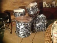 LUDWIG CLASSIC 4 PIECE IN STUNNING BLACK OYSTER PEARL VERY GOOD CONDITION NEAR OFFERS CONSIDERED