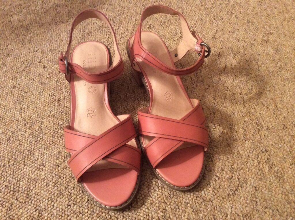 f95ad34a3fd7fc M S ladies sandals size 7