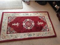 Good Quality Wool Red / Cream Patterned Rug 152 x 91