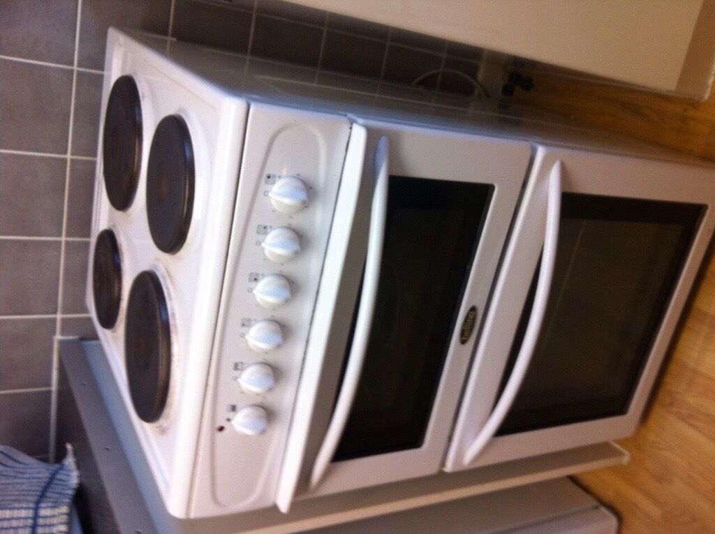 Belling cooker - 4 ring electric hob, double oven, brilliant condition.