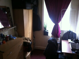 single room aval. now in aldgate east 120 per week, all bills included E1 ZONE 1