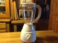 Kitchen blender,very clean,good working order,does all the things a blender should