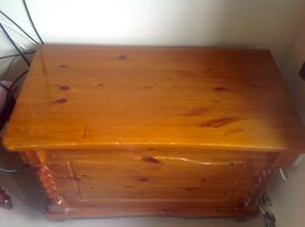 Solid pinewood Blanket box/Chest