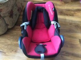Very clean Maxi Cosi cabriofix infant baby car seat red black