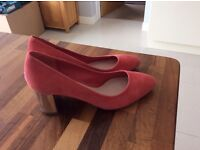 Clarks shoes size 7 suede unworn heel height 2 and a half inch silver